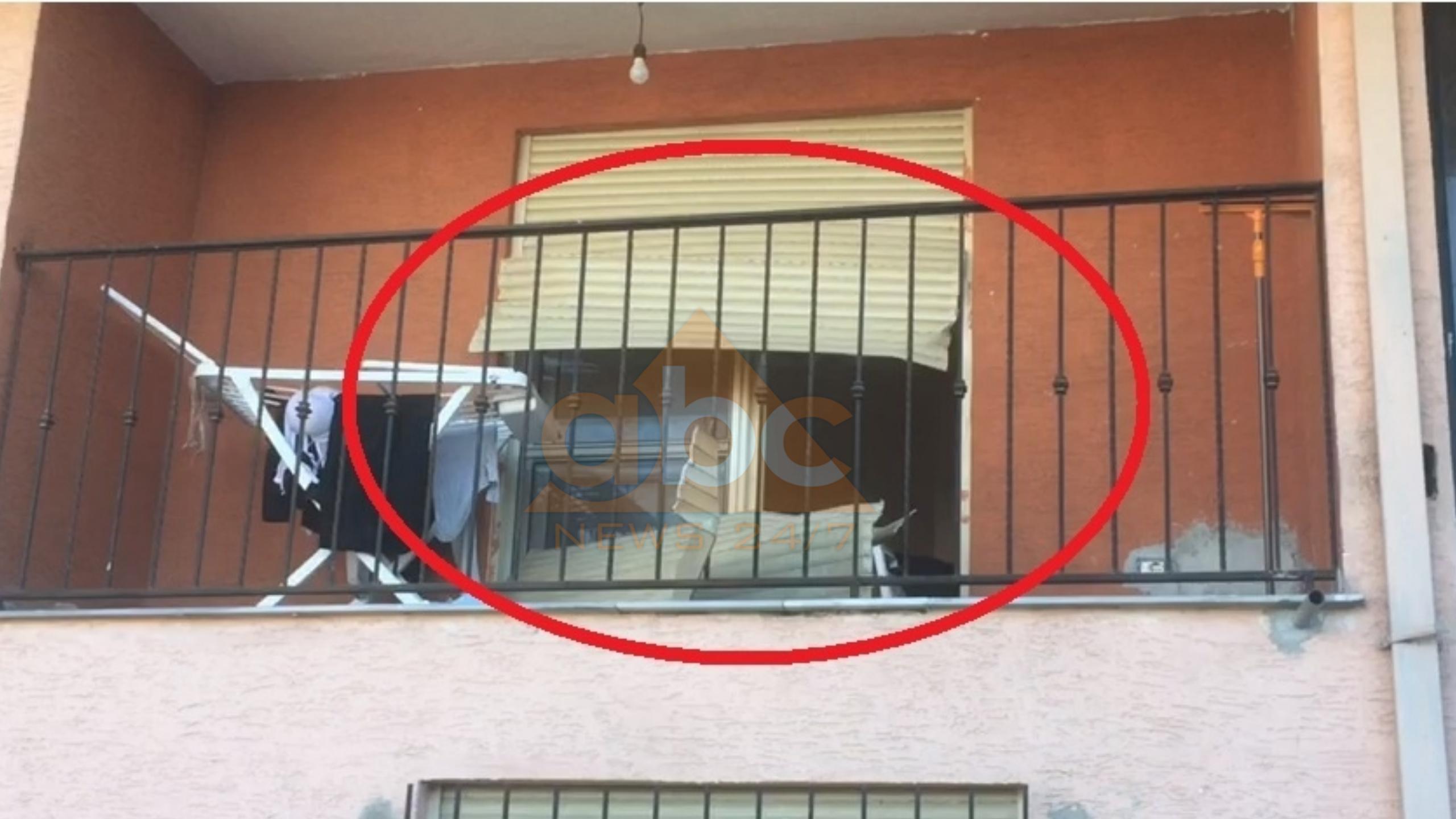 U përplasën për një lidhje intime: Viktima shqeu grilën e ballkonit, ardhja e policit bëri të kriste arma