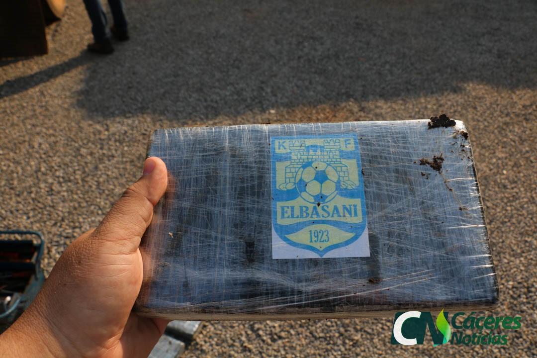 """Foto / Zbulohen në Brazil 617 kg kokainë e pastër, destinacioni """"FK Elbasani"""""""