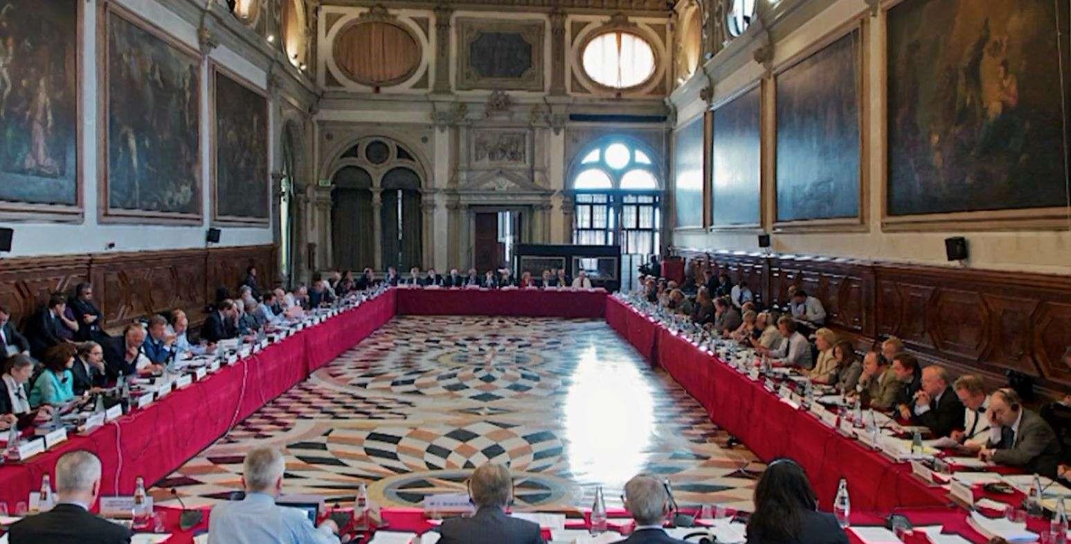 Komisioni i Venecias rrëzon pr/ligjin e qeverisë për tokat bujqësore