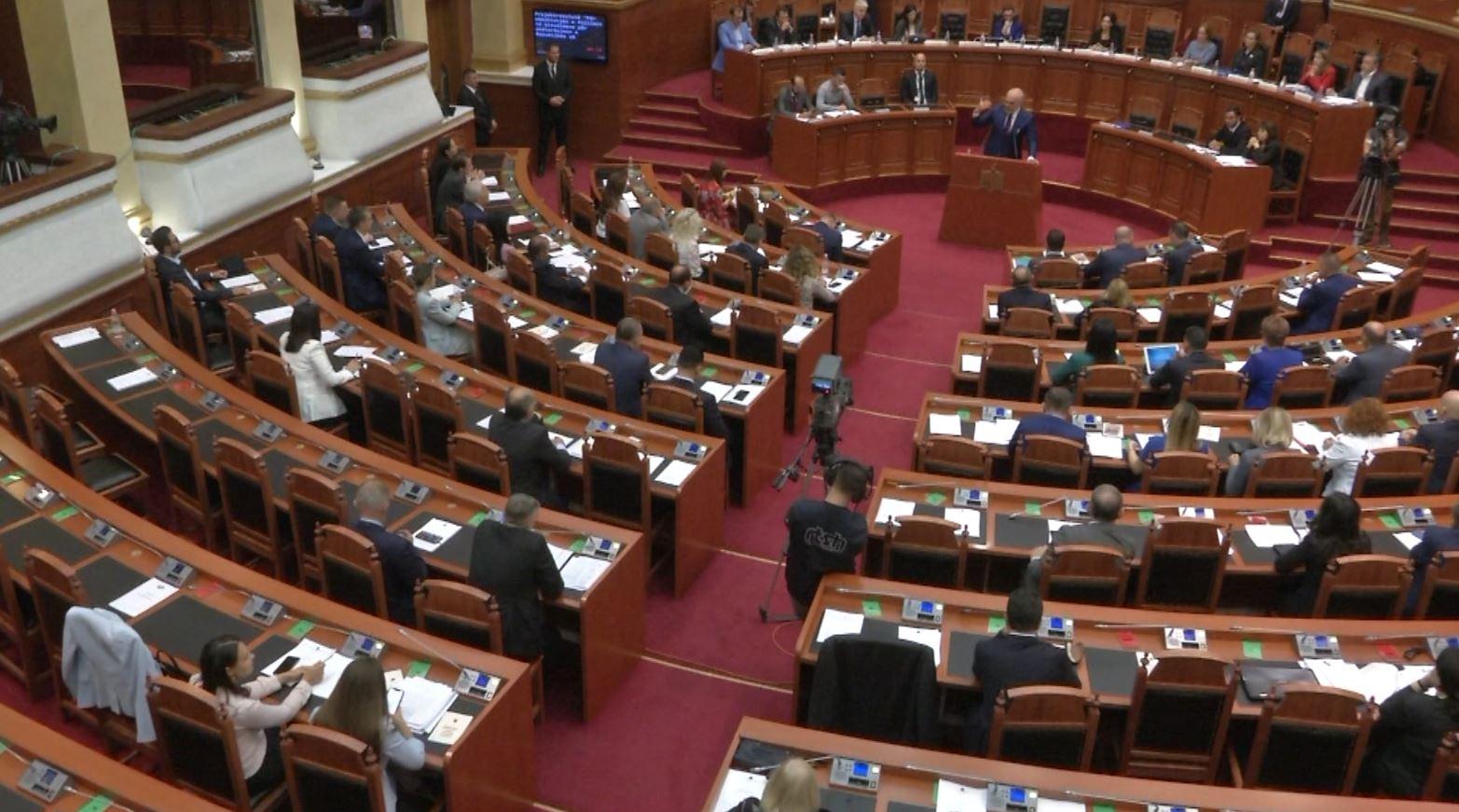 Konfindustria vë në pikëpyetje ligjet e miratuara në parlament