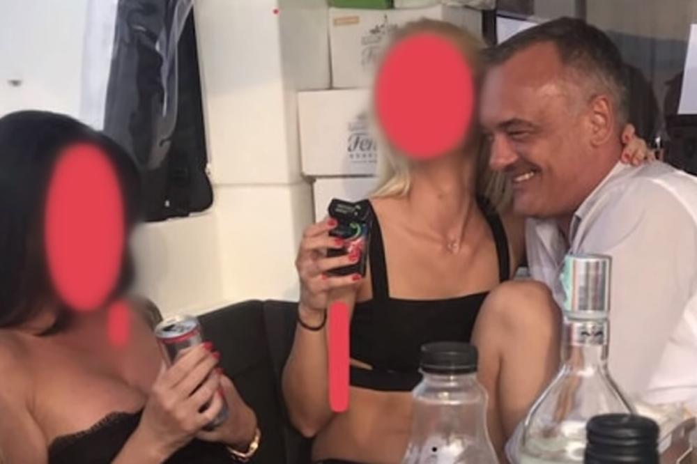 FOTO/ Skandal në Hungari: Kryebashkiaku filmohet duke kryer marrëdhënie me prostituta
