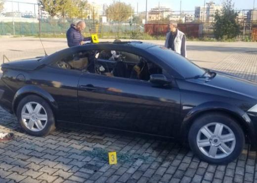 Gjendet pa jetë brenda makinës një i ri në Tiranë