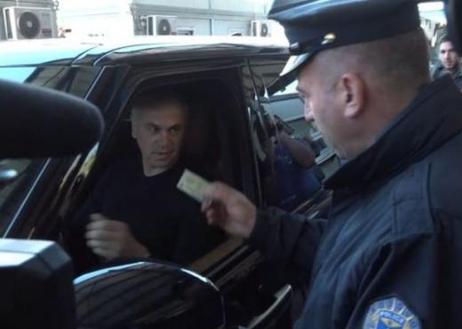 Urdhër i qeverisë së Kosovës: Momenti kur polici kthen mbrapsht skuadrën serbe (VIDEO)