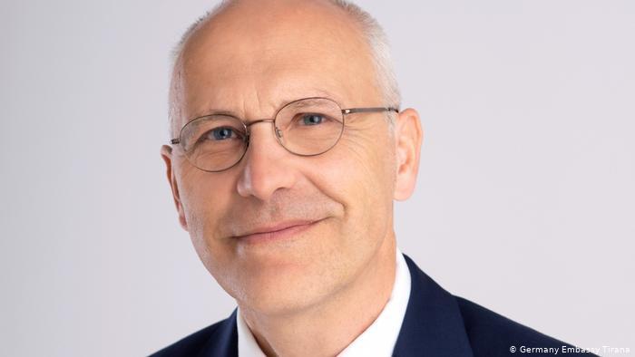 Zgjedhja e dy anëtarëve të Kushtetueses, ambasadori gjerman: Të gjithë aktorët të marrin përgjegjësitë