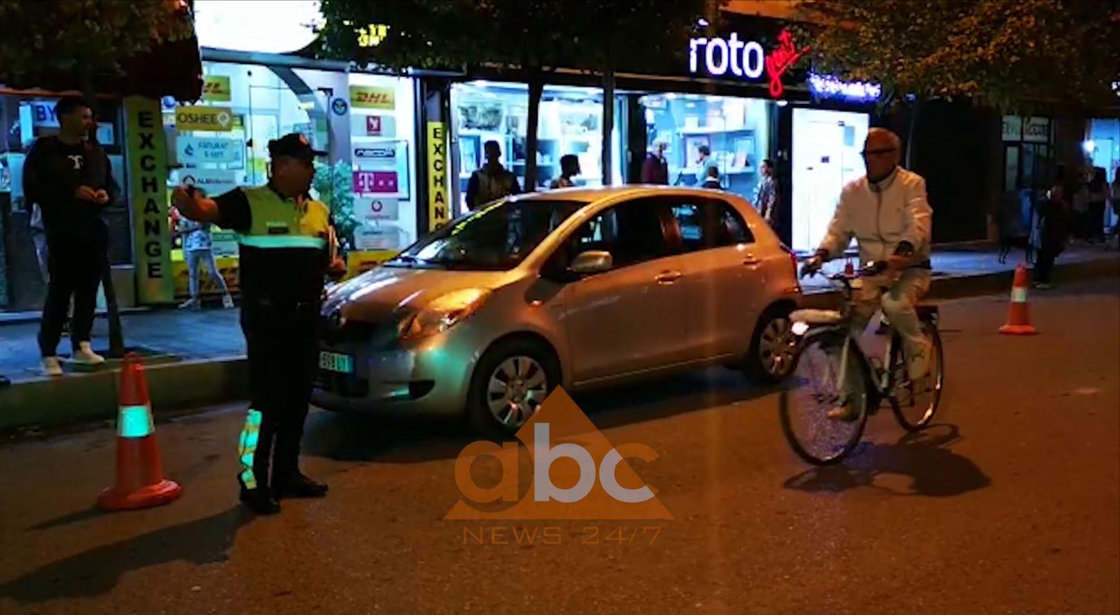 VIDEO   Lushnje, një femër përplas me makinë policin