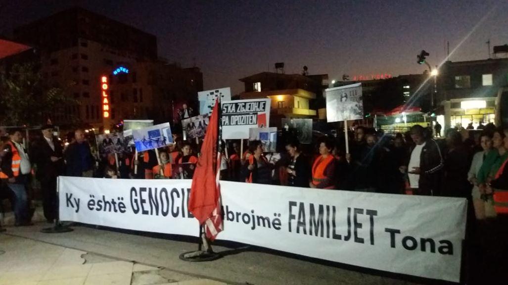Banorët e Unazës së Re vazhdojnë protestat, Balliu: Rama, rrezik për rajonin