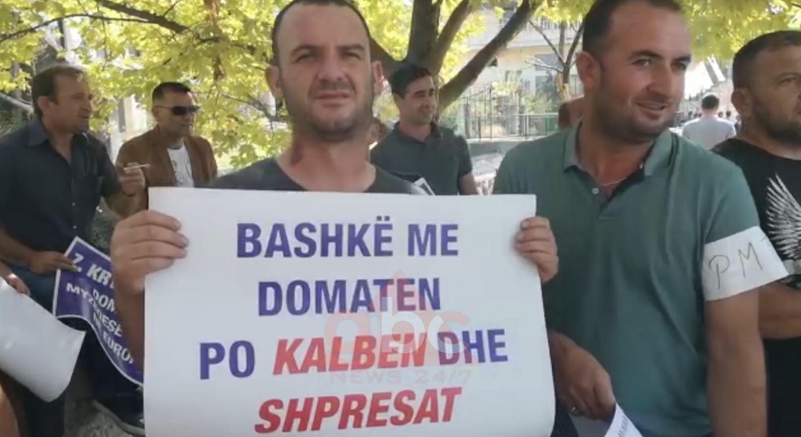 Fermerët e Myzeqesë në protestë