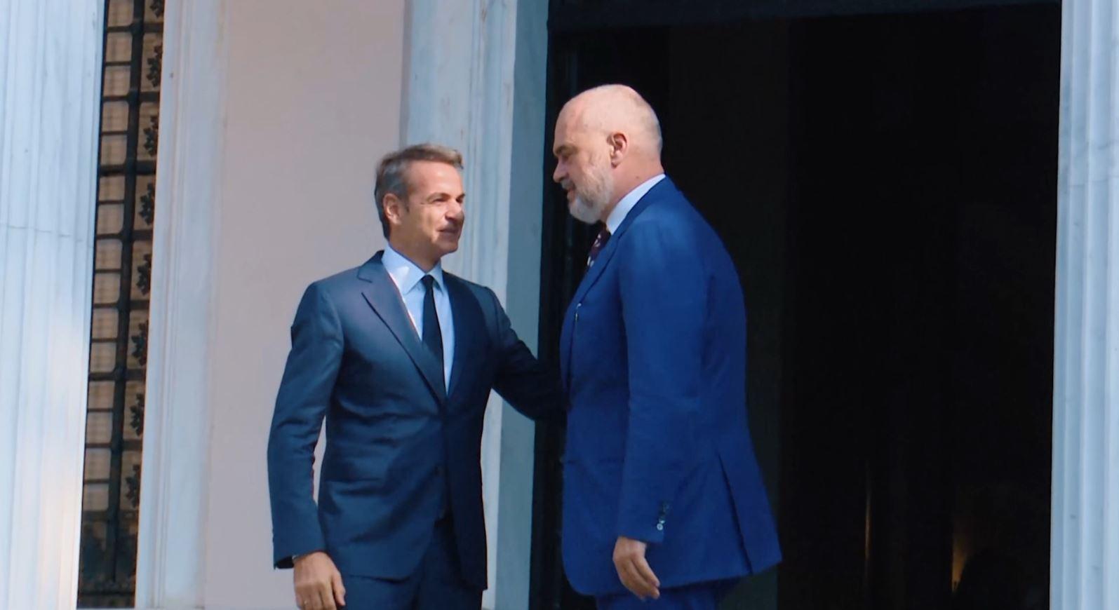 Kryeministri Rama në Greqi takohet me homologun Mitsotakis