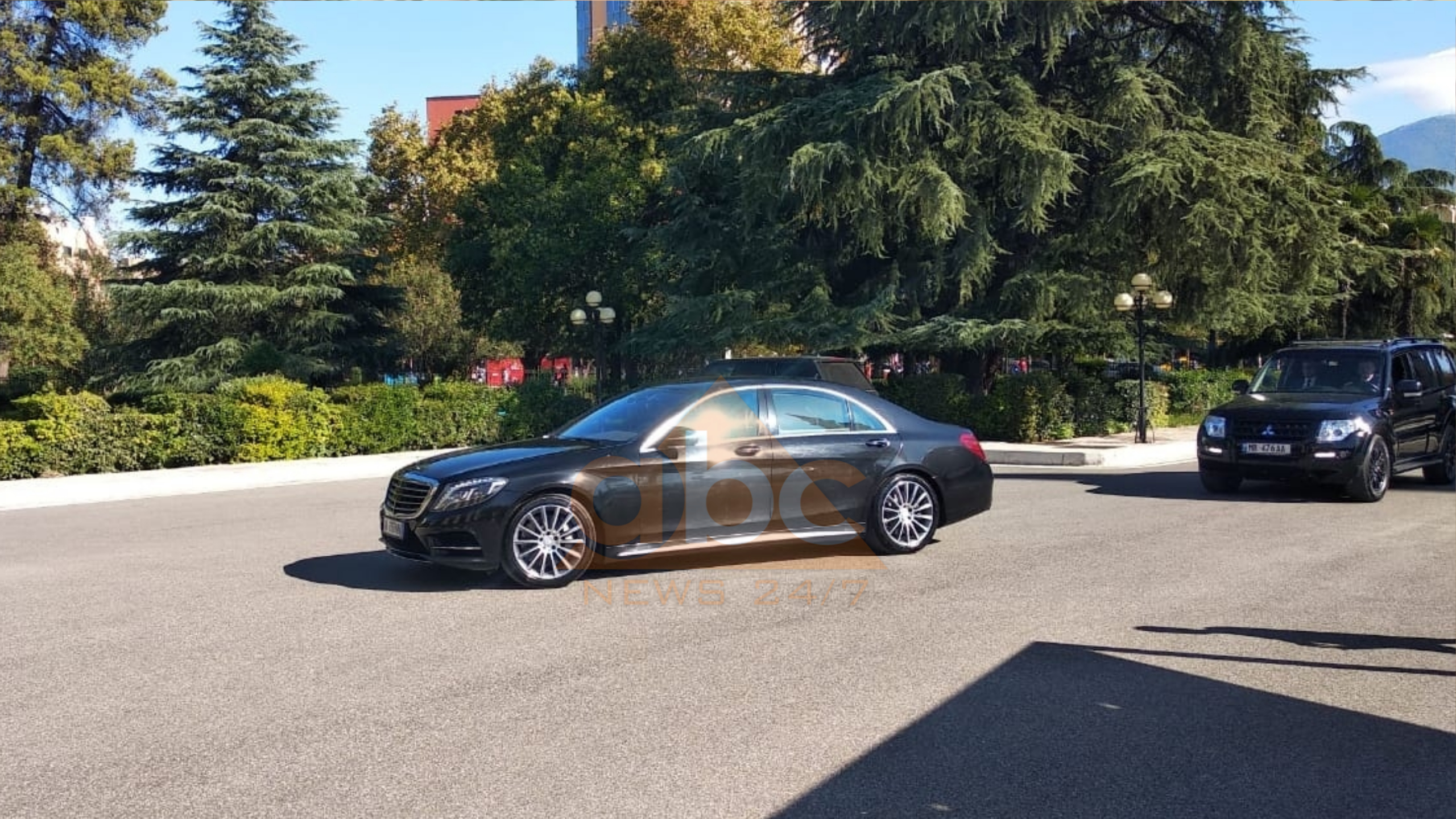Rama mbërrin në Kuvend para nisjes për në Novi Sad