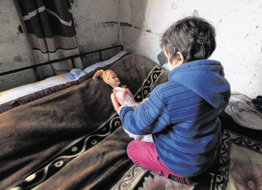 E dhimbshme: 19% e familjeve shqiptare mbajnë frymën gjallë me borxhe