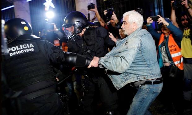 Mijëra mbështetës të Spanjës kundër pavarësisë së Katalonjës