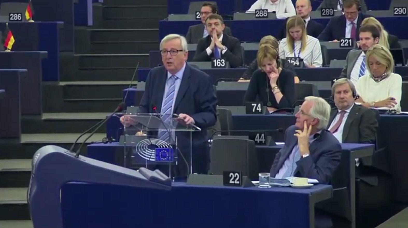 Donald Tusk dhe Jean Claude Junker prezantuan raportet e fundit para PE