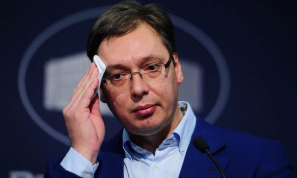 """Vuçiç """"zemërohet"""" me ambasadorin britanik në Prishtinë"""