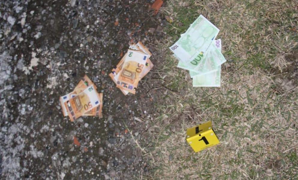 Kultivonin drogë në rrethinat e Matit, kapen duke shkëmbyer para dy të rinj