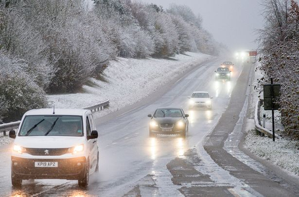 1_PAY-Snow-and-rain-on-the-A417-at-Cirencester-this-morning.jpg