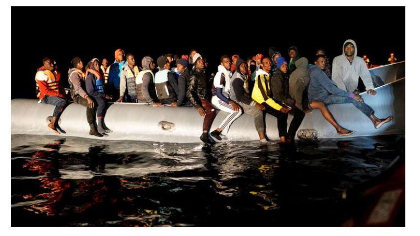 Shenja djegie dhe plagë me armë zjarri, shpëtohen 73 emigrantë, mes tyre dy të mitur