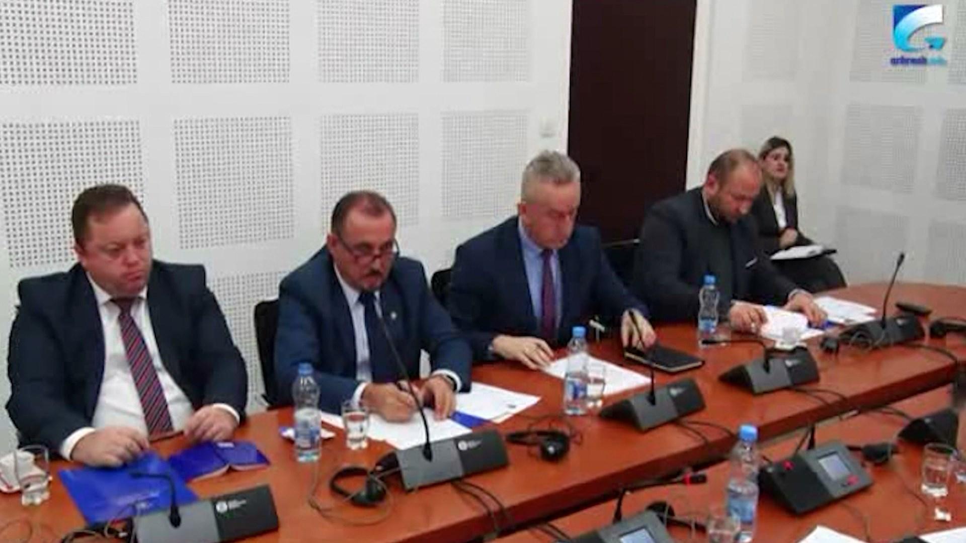 Kosovë, ministri Ekrem Mustafa nuk merr përgjegjësi për skandalin e nënshtetësive