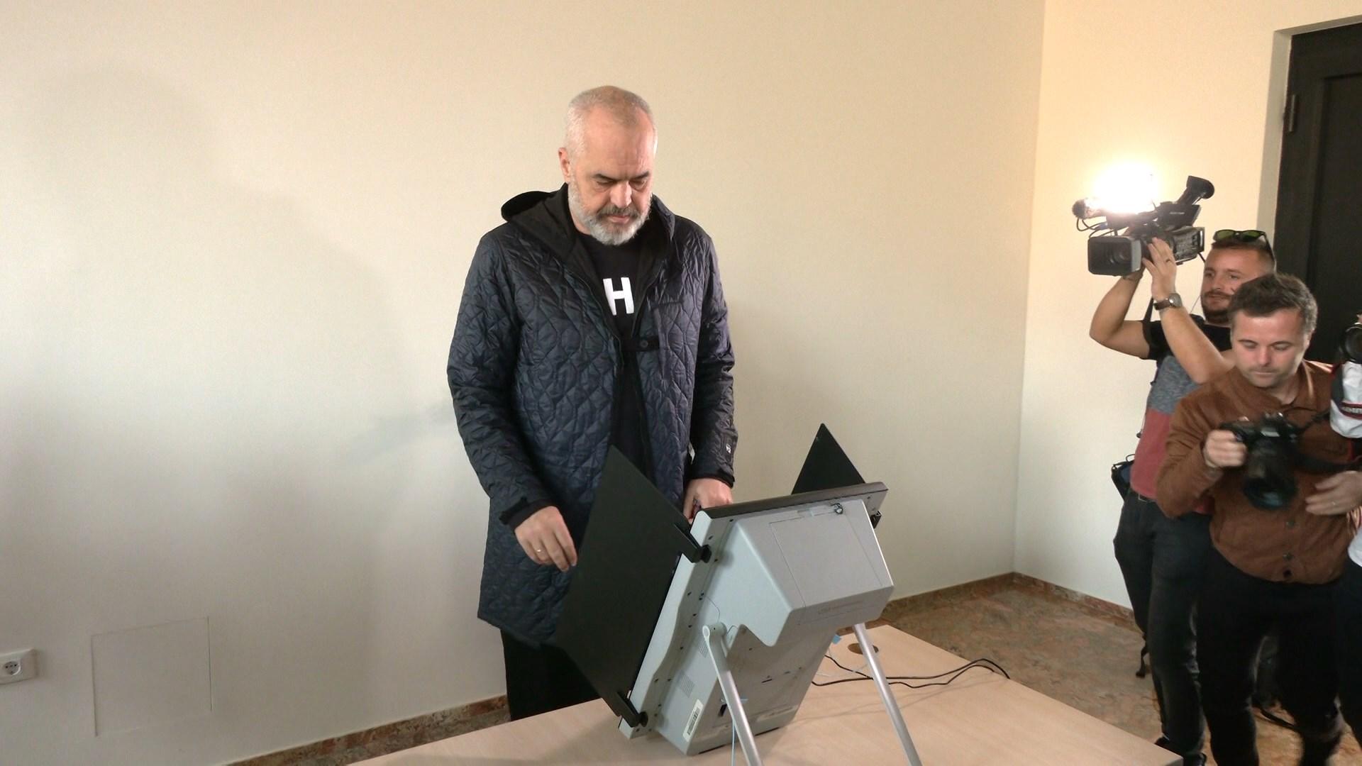 """PS zgjedh kongresin e ri, Rama """"zgjedh"""" me elektronikë, Diaspora voton me postë"""