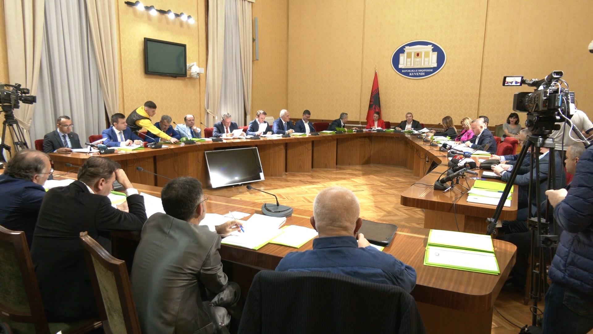 Ekspertët zgjedhorë nuk i kënaqin deputetët, pa produkt dëgjesa për reformën