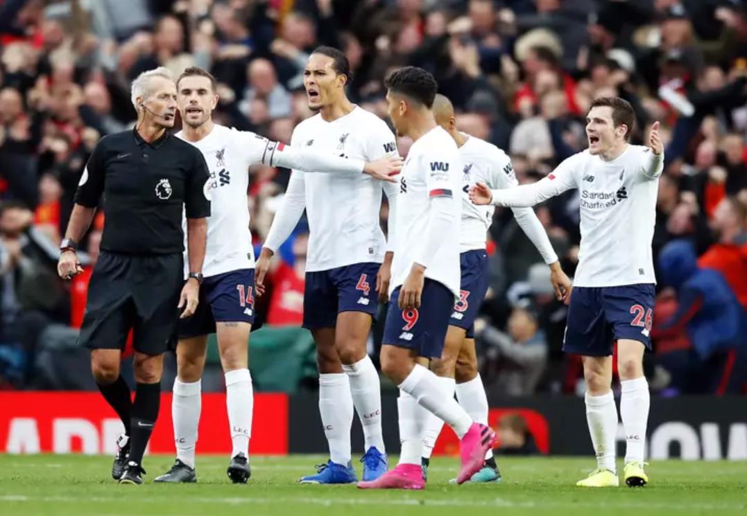 E padëgjuar, tifozët e Liverpool me peticion për të shkarkuar arbitrin