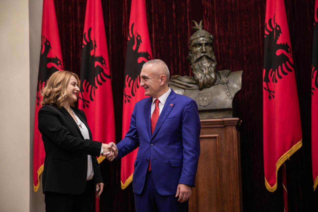 Betohet para Presidentit anëtarja e re e Gjykatës Kushtetuese, Elsa Toska