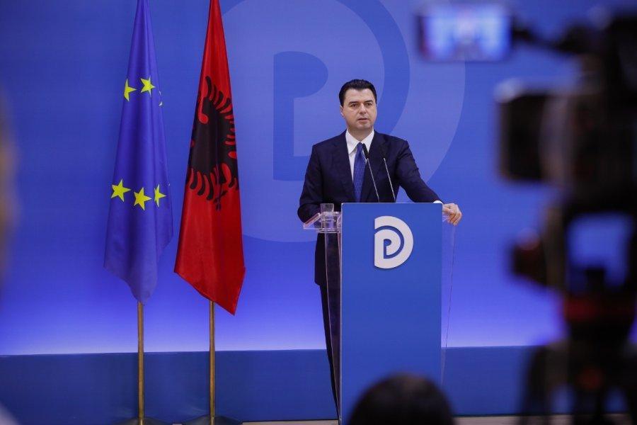 """Basha vijon turin """"Rrugëtimi për Shqipërinë"""" në Durrës, takim me grupet e biznesit"""