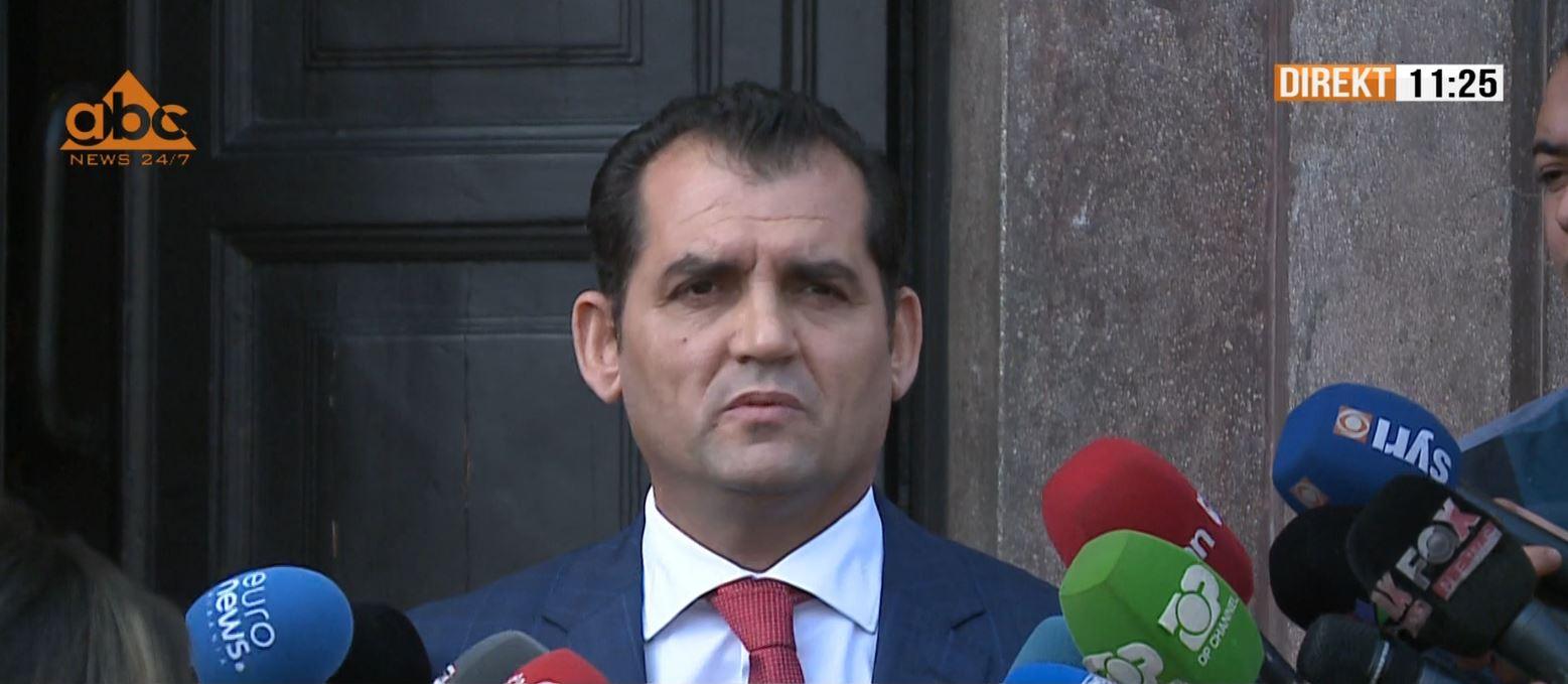 Besnik Muçi tregon se çfarë bëri sot brenda Gjykatës Kushtetuese: Vendosin kolegët për mua