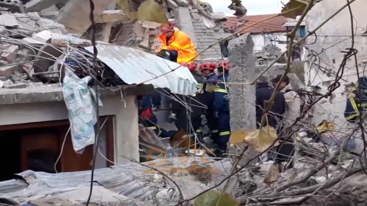 """Tërmeti që """"gjunjëzoi"""" Shqipërinë: Bilanci i rëndë i viktimave nën rrënoja"""