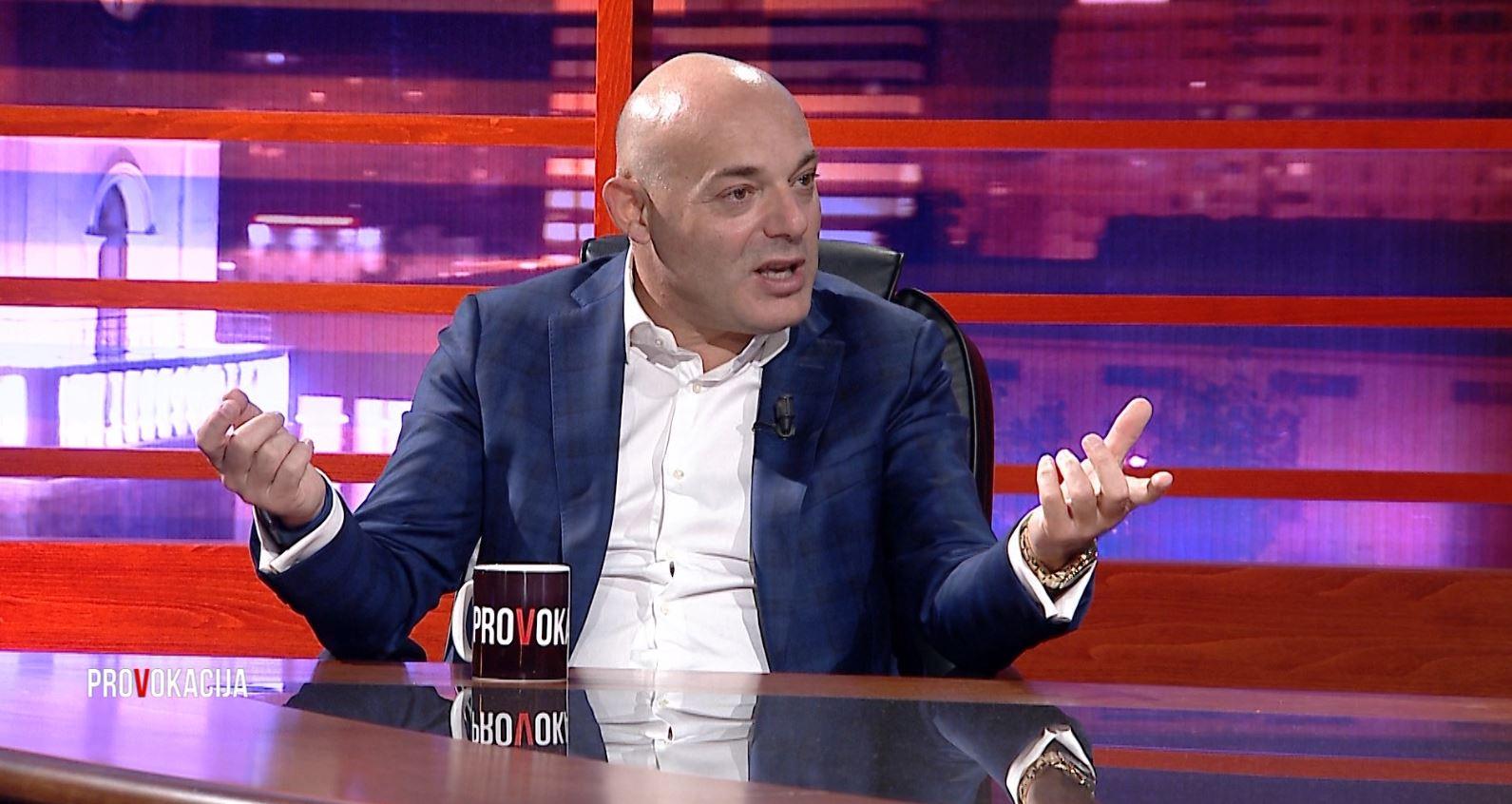 """Blendi Fevziu: Libri """"Tirana e Nonës"""" detaje nga jeta ime por jo vetëm"""