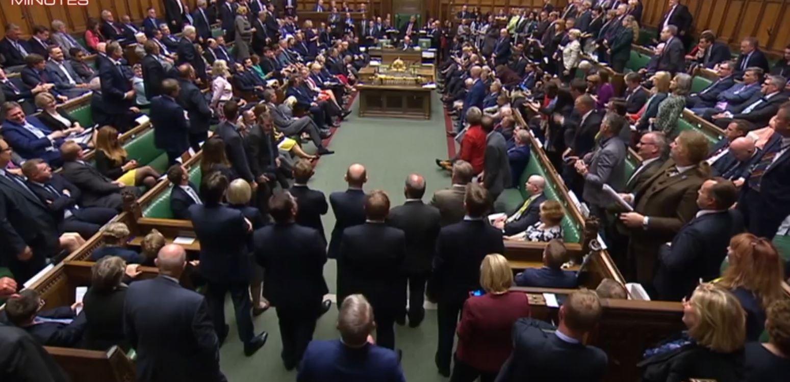 Deputetët britanikë nuk kursejnë fyerjet në parlament