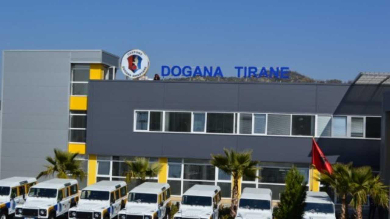 Dëmtohet godina e Drejtorisë së Doganës Tiranë, urdhërohet evakuimi i punonjësve