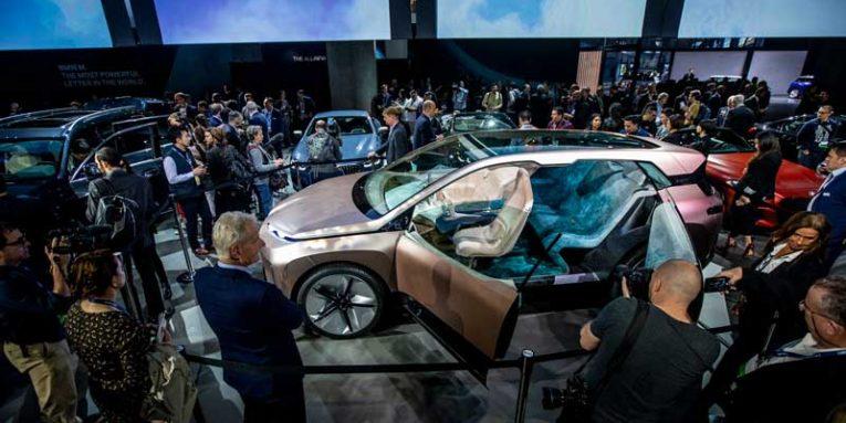 Shfaqja e makinave në Los Angelos: Audi ,Land Rover dhe Karma ,habisin me modele elektrikë