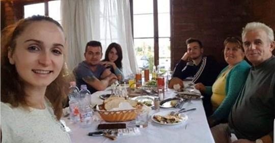 """""""Dora e djalit filloi të ftohet"""", të afërmit tregojnë bisedën me të vetmin të mbijetuar nga familja Cara"""
