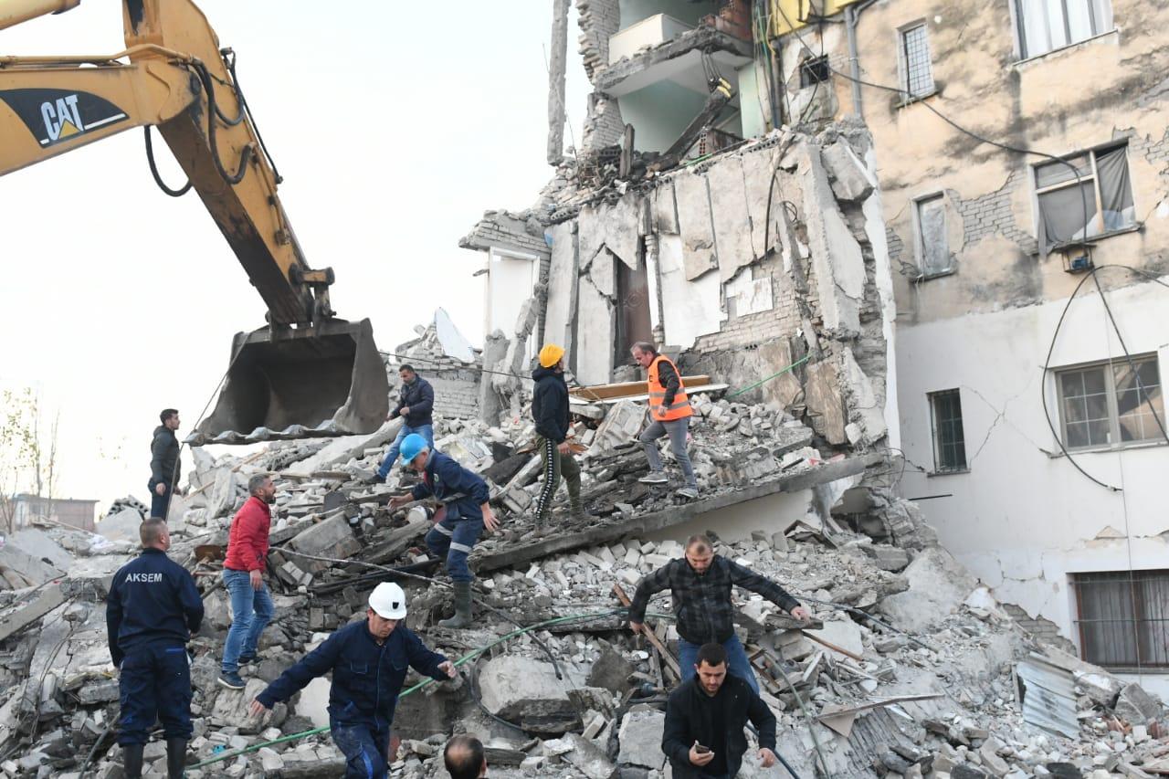 Kolegët nxjerrin nga rrënojat trupin e pajetë të policit Hajdarmataj