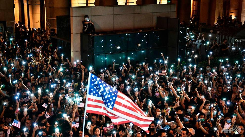 hong-kong-protest-us-human-rights-democracy-bill-american-flags-2-.jpg