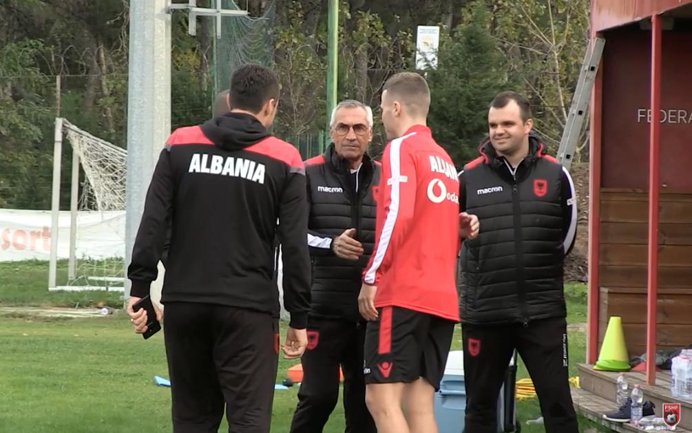 Kamberi i Shqipërisë edhe me letra, s'i mungojnë as ofertat