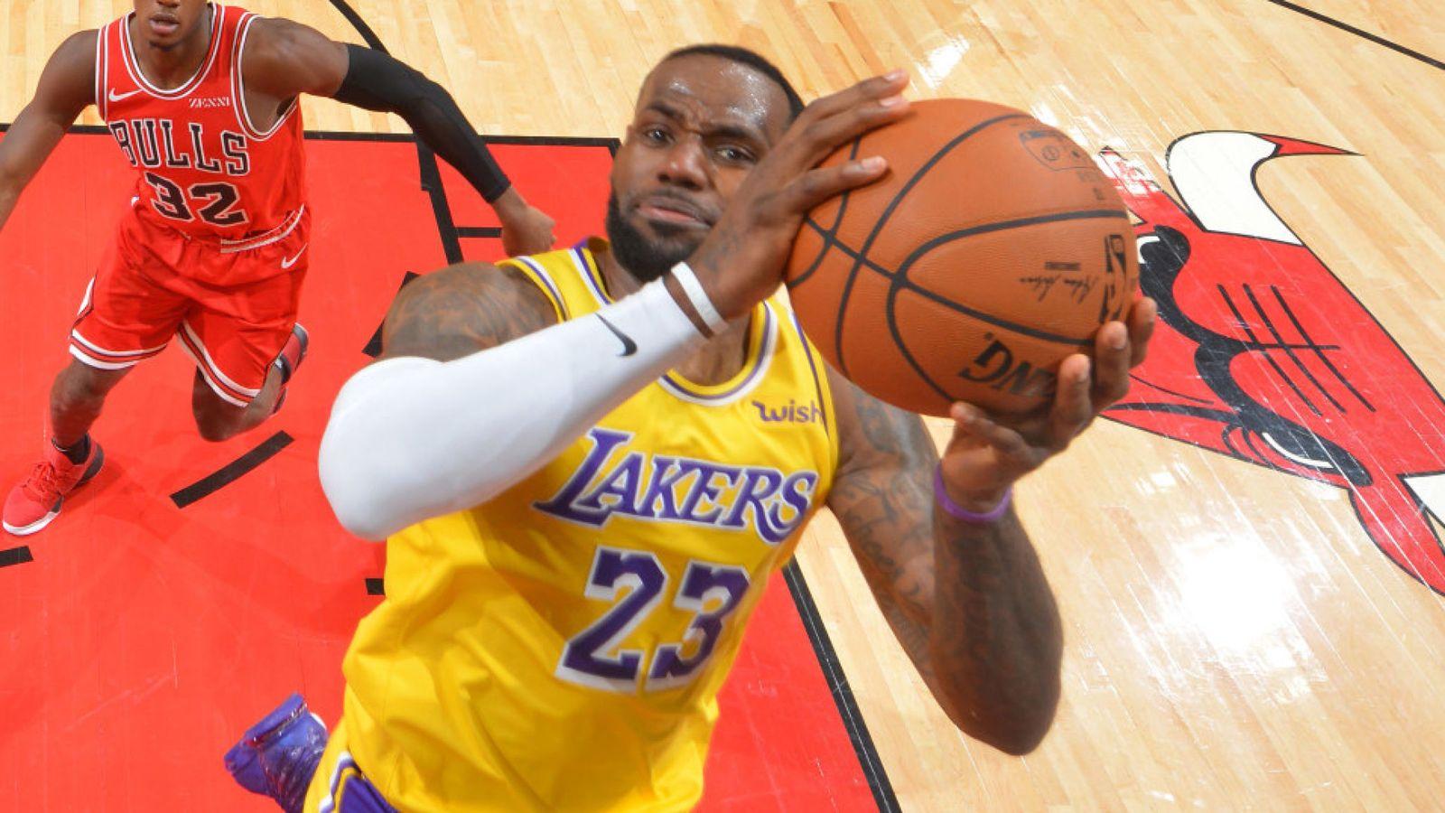 LeBron James gati, e karikon rekordi i legjendës Michael Jordan