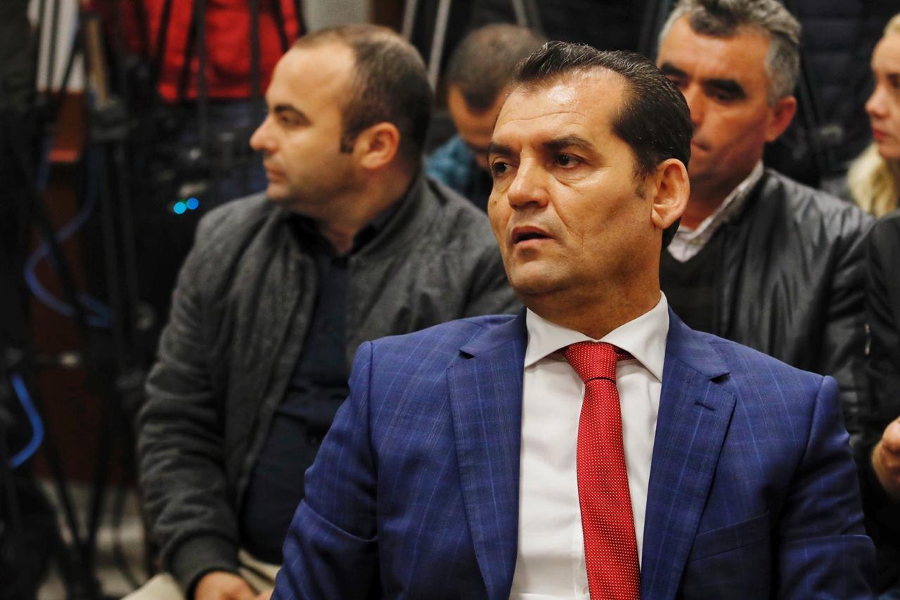 """Shkarkohet nga detyra Besnik Muçi, rihapet """"loja"""" te Kushtetuesja"""