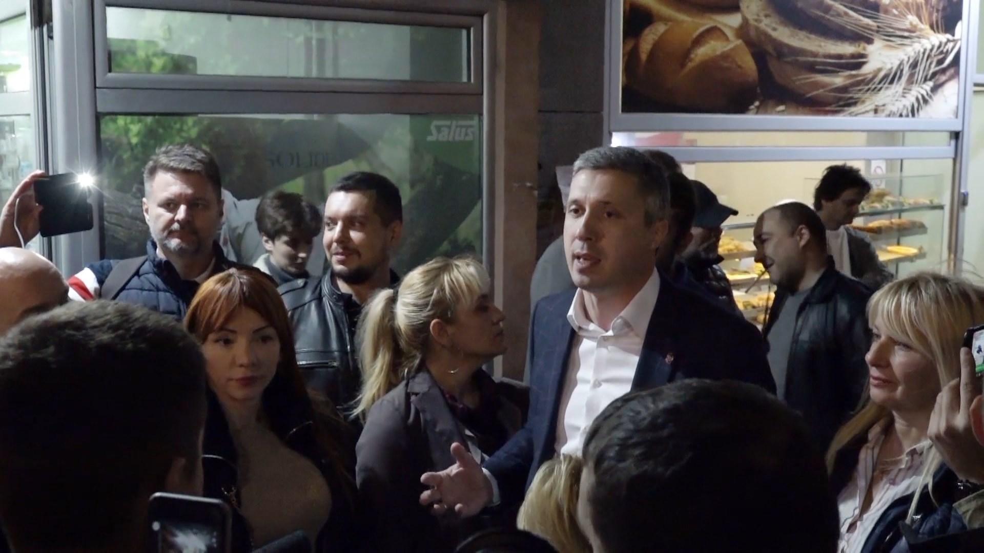 Serbi, opozita prezanton deklaratën: Ndërtimi i një shoqërie me institucione të forta demokratike