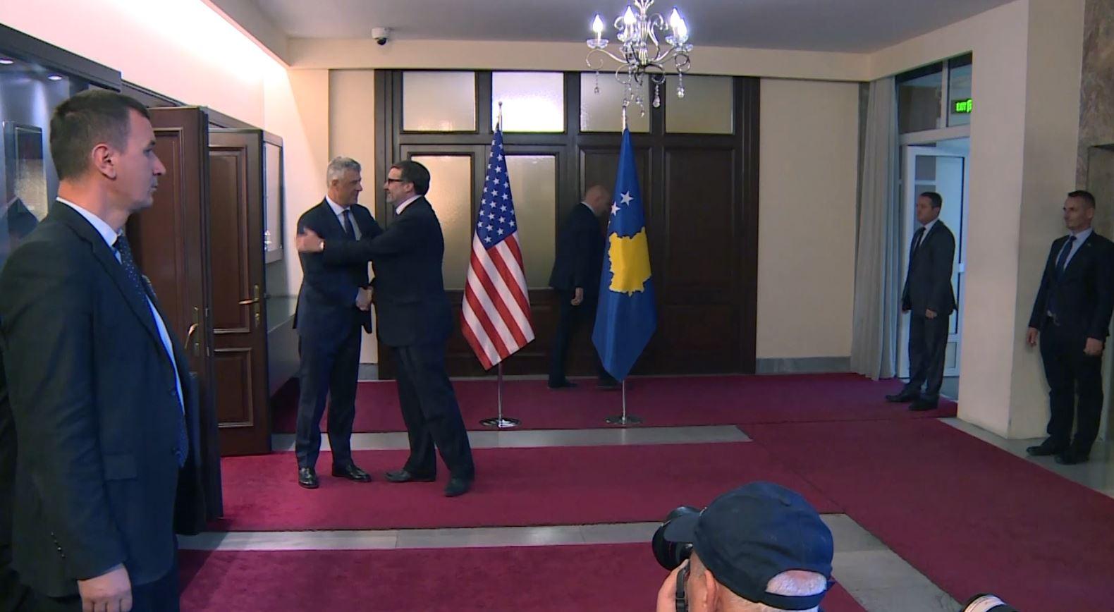 Matthew Palmer takon udhëheqësit e Kosovës