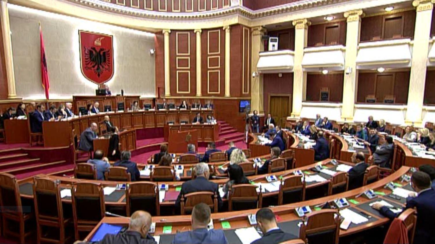 Plotësimi i vakancës kushtetuese, mazhoranca i përgjigjet Presidentit: Hiq maskën e fol troç