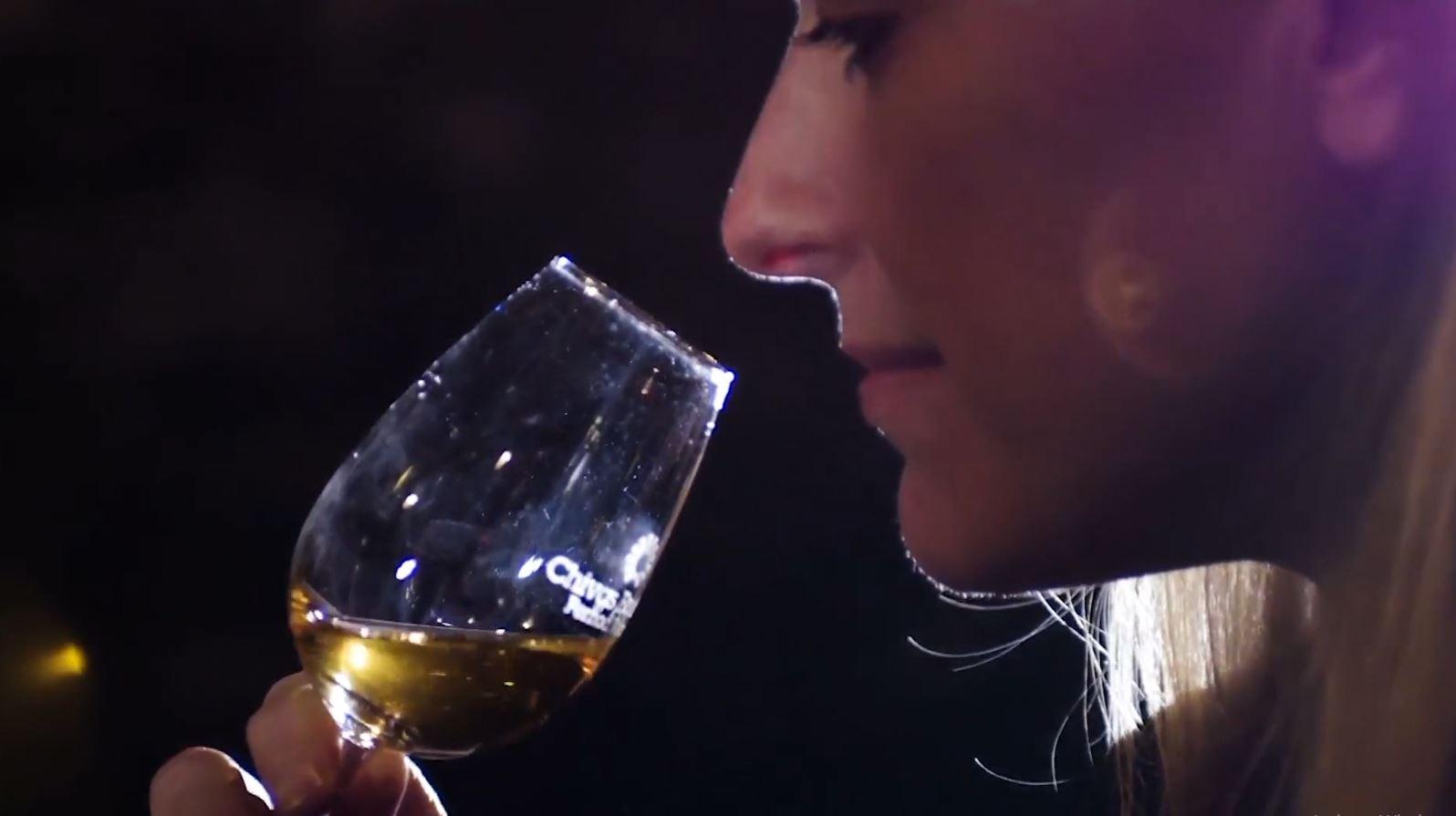Detyronte personelin të pinin alkool në punë, telashe për kompaninë