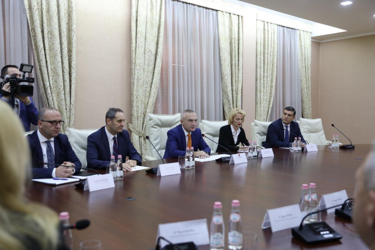Koalicioni opozitar mbërrin në Presidencë