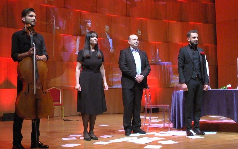 Magjia e poezive të Rumit rikthen në skenë aktorët Ndriçim Xhepa dhe Luiza Xhuvani