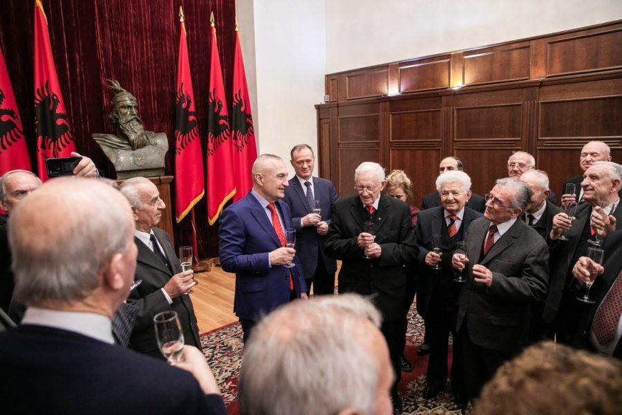 Meta akordon dekoratën 'Nderi i Kombit' për veteranët e LANÇ-it