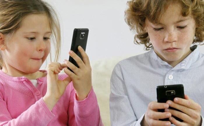 """Pagjumësia nga rrjetet sociale """"pushton"""" adoleshentët"""