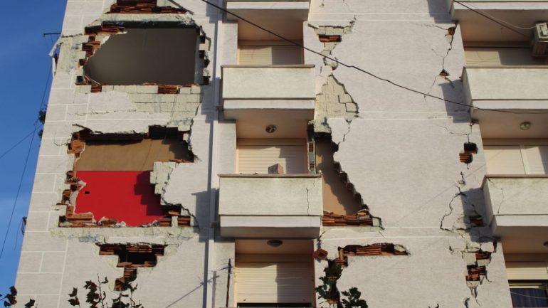 Durrsakët nuk gjejnë rehat, pas tërmetit tani përballen me një tjetër kërcënim