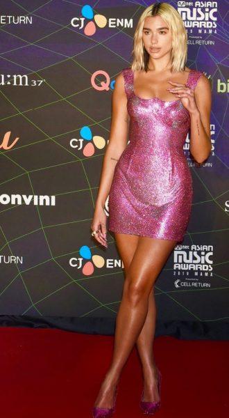Dua-Lipa-Sparkles-In-Atelier-Versace-For-The-2019-Mnet-Asian-Music-Awards-723x1024-1.jpg