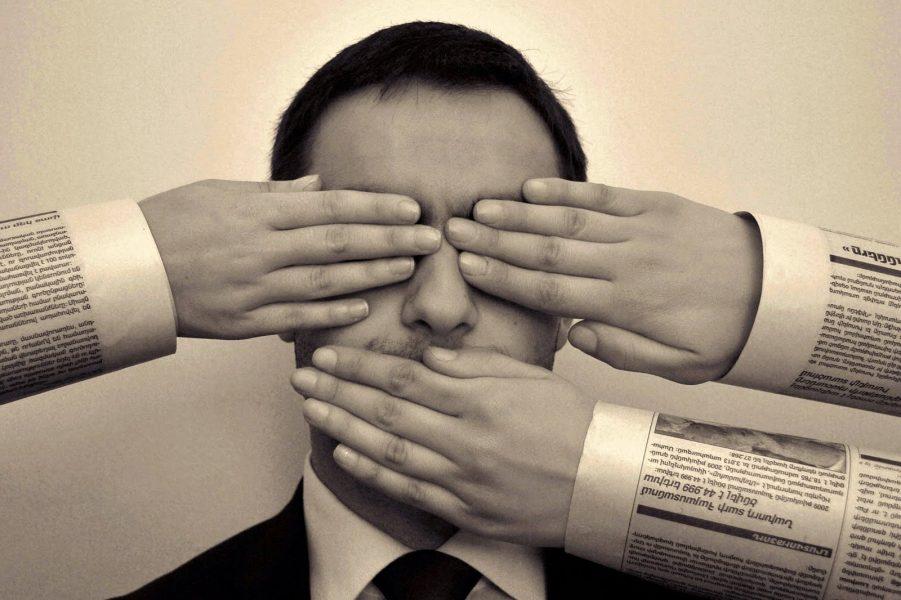 """""""Gojët e qepura"""", RAI 3: Liria e shtypit në Shqipëri është në rrezik"""