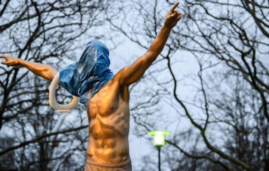 E turpshme nga tifozët suedezë, sulmohet sërish statuja e Ibrës